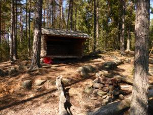 Grinnsjo_Nytt vindskydd är byggt för övernattning vid Grinnsjön_2016-06
