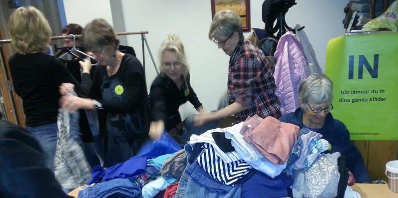 Klädbytardag sortera kläder Naturskyddsföreningen Vänersborg